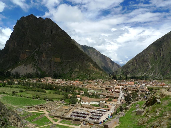 The mountains and valley around Ollantaytambo